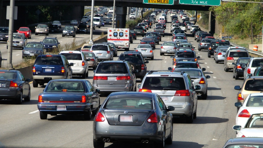 Traffic congestion on I-94 in Detroit is a hub for hazardous pollutants such as carbon monoxide (source)